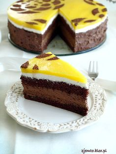 Cake with chocolate mousse and mango