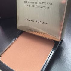 Kevin Aucoin Matte Bronzing Veil- Desert Nights Beautiful multipurpose matte bronzing powder. Very smooth and buttery it was just to dark for me. Only used once and very lightly! Kevin Aucoin Makeup Bronzer