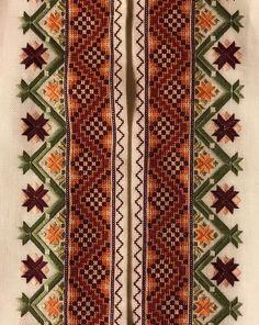 Skjorter til Øst Telemark Beltestakk Scandinavian Embroidery, Palestinian Embroidery, Crochet Cross, Traditional Outfits, Hand Embroidery, Bohemian Rug, Cross Stitch, Pattern, Ukraine