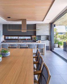 Que linda varanda gourmet super ampla e integrada com a área externa! Modern Kitchen Design, Interior Design Kitchen, Küchen Design, House Design, Manufactured Home Remodel, Sweet Home, Home Decor Kitchen, Diy Kitchen, Kitchen Ideas