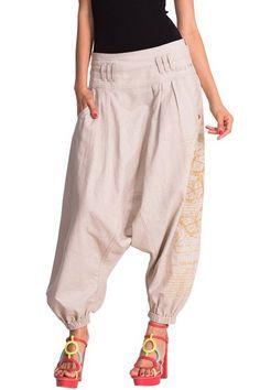 Pantalon baggy Desigual, modèle Navy. Enfile-le pour un look tropical et décontracté !