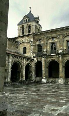 Claustro de la Real colegiata de San Isidoro