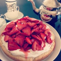 English Tea Cake with Strawberries and Clotted Coconut Cream. Perfect with a little Downton Abby. English Food, English Recipes, Vegan Desserts, Vegan Recipes, Yummy Treats, Sweet Treats, Strawberry Cakes, Tea Cakes, Coconut Cream
