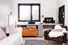 Hauskat kirpparilöydöt tekevät nuoren parin kodin: mustavalkoinen sisustus, vaalea sisustus, tehostevärit, minimalistinen, sommitelmat, asetelmat, scandinavian living, finnish design, black and white, decoration