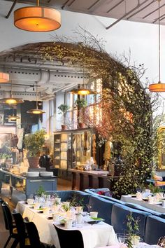 Roman and Williams Guild New York boasts florist, boutique and cafe Architecture Restaurant, Rooftop Restaurant, Restaurant New York, Restaurant Seating, Thai Restaurant, Restaurant Design Vintage, Vintage Design, Design Café, Design Firms