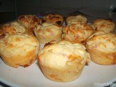 250 gr di farina 00 200 ml di latte 2 uova 50 gr di burro 100 gr di prosciutto cotto 100 gr di provolino 50 gr di parmigiano grattugia...