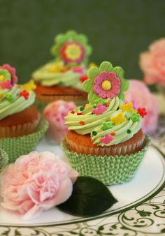 Mint Lemon Cupcakes w/Fondant Flowers