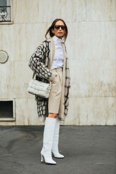 The best street style from Milan Fashion Week Spring Summer 2020 - Page 4 Vogue Vogue Paris Fashion Week Paris, Fashion 2020, New York Fashion, Look Fashion, Winter Fashion, Milan Fashion, Fashion Outfits, Fashion Games, Trendy Outfits