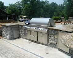 Outdoor Kitchen Design with Stonework and Granite Countertops: Fabulous Outdoor Kitchen At Santa Cecilia Patio Showing Modern Barbeque Use G...