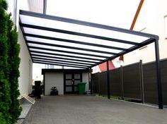 Carport mit Stegplatten und integrieter Regenrinne.