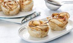 מאפה שושנים מתפוחים ובצק עלים Cookie Desserts, Vegan Desserts, Dessert Recipes, Vegan Rosh Hashana, Sweet Pastries, Mini Cakes, Cake Cookies, Sweet Recipes, Sweet Tooth