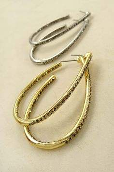 Holiday parties are around the corner and a basic rhinestone hoop is a must have in every wardrobe ❄️🎄🎅🎁 #wholesalejewelry #fashion #accessories #accessorize #earring #losangeles #gold #silver #bling #rhinestone #ootd #holidayoutfit #ootd #instyle #chic #glam #lovethelook