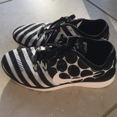 Nike polka dot/striped Nike free tr fit 5 Brand new , Nike frees:) no trades, need to clean out a super overstuffed closet :) Nike Shoes Sneakers
