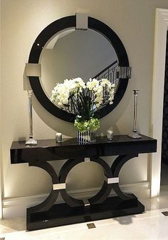 6 Luxury Entryway decoration ideas from interior design experts Insplosion. Read more here and turn your new foyer into a luxury entryway! Entrance Decor, Entryway Decor, Entrance Ideas, Entryway Ideas, Hallway Table Decor, House Entrance, Hallway Decorating, Interior Decorating, Entry Tables