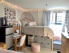 30 Brilliant Dorm Room Organization Ideas On A Budget. Cool 30 Brilliant Dorm Room Organization Ideas On A Budget. The best way to start any dorm room decorating project is to select a quality comforter that not only reflects […] Dorm Room Organisation, Dorm Room Storage, Organization Ideas, College Dorm Storage, Dorm Room Closet, Organizing Dorm Rooms, Bed Storage, Small Room Storage Ideas, Closet Curtains