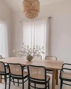 Black And White Dining Room, Dinner Room, Dining Room Design, Dining Rooms, Apartment Interior, Living Room Inspiration, Home Decor Styles, Room Chairs, Furniture Design