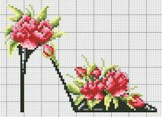 point de croix chaussures, talons aiguilles noir avec fleurs rouges - cross-stitch shoes, black high heels stilettos and red flowers