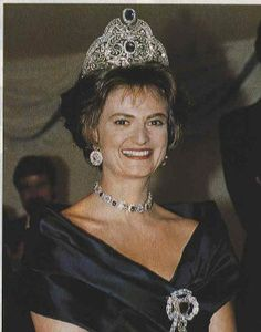 Not strictly noble, but too good to resist. HSH Princess Gloria of Thurn und Taxis wearing a few jewels.