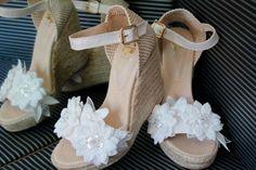 Cuñas, esparteñas o alpargatas para novia Bridal Wedges, Wedding Wedges, Wedding Shoes, Wedge Sandals, Shoes Sandals, Heels, Surf Wedding, Ballet Shoes, Dance Shoes