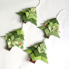 Selber machen: Origami-Weihnachten - New Sites Origami Christmas Ornament, Origami Ornaments, Fabric Christmas Ornaments, Christmas Paper Crafts, Christmas Projects, Handmade Christmas, Christmas Tree Decorations, Holiday Crafts, Christmas Crafts