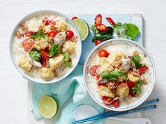 Treat your tastebuds to this flavour-packed meal! Delicious Thai lemongrass chicken drumsticks are simmered in a creamy coconut soup and topped with fresh tomatoes, fried shallots and coriander for the ultimate mouth-watering dinner.