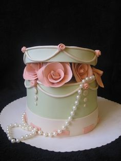 Cake: pale green hat box with roses and pearls