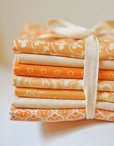 MoreOrangeCream by Fig Tree Quilts.orange isn't usually my favorite color, but love these Orange Quilt, Orange Fabric, Orange Pastel, Orange Color, Orange Orange, Color Naranja, Fresh Figs, Tree Quilt, Passementerie