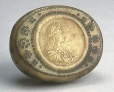 Snuff-box or tobacco-box; lined with gilt stucco; lid and sides covered with a decoration of annulets, in the centre, the busts of William and Mary to right; after the coronation Medal of William and Mary of 1689 by Geo. William And Mary, Prehistory, Museum Collection, British Museum, King Queen, Geo, Horns, Centre, Objects
