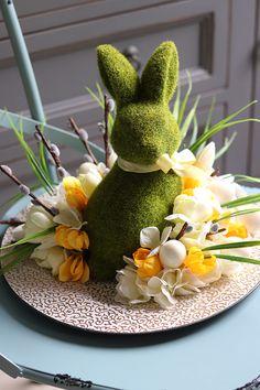 Easter Flower Arrangements, Easter Flowers, Bunny Crafts, Easter Crafts, Easter Table, Easter Eggs, Flower Box Gift, Easter Tree Decorations, Dinner Themes