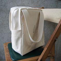 Diy Bag Designs, Mochila Jeans, Diy Handbag, Fabric Bags, Cute Bags, Cotton Bag, Organza Bags, Canvas Tote Bags, Bag Making