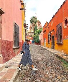 Strolls, sneakers, and stripes. : *Tap to shop* World Photography, Creative Photography, Photography Poses, Travel Photography, Pic Pose, Foto Pose, Mexico Vacation, Mexico Travel, Travel Pictures