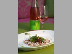 Sulz White Wine, Alcoholic Drinks, Food, Pink, Apple, Alcoholic Beverages, Meal, Rose, Eten