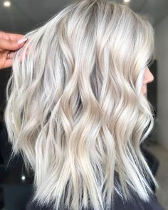 10 beautiful hairstyles for blond hair - Balayage Haare Blond Kurz Blonde Hair Colour Shades, Platinum Blonde Hair Color, Blonde Hair Looks, Platinum Blonde Highlights, Bleach Blonde Hair, Blonde Balayage, Brassy Blonde, Icy Blonde, Hair Trends