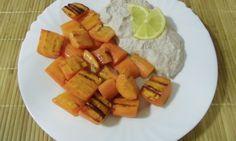 Hledáte zdravou přílohu k zelenině? Potom je ořechovo-celerový dip to pravé. Cantaloupe, Sweet Potato, Dip, Potatoes, Fruit, Vegetables, Food, Salsa, Meal