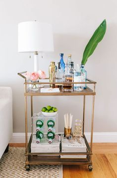 Bar Cart Ideas - There are some cool bar cart ideas which can be used to create a bar cart that suits your space. Having a bar cart offers lots of benefits. This bar cart can be used to turn your empty living room corner into the life of the party. Bar Cart Styling, Bar Cart Decor, Bar Furniture, Quality Furniture, Bar Sala, San Francisco Apartment, Gold Bar Cart, Interior Decorating, Interior Design