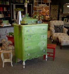 http://fabulousfinishes.wordpress.com/2013/08/04/a-jolly-green-giant-presence-vintage-dresser-goes-green-ombre/