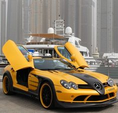 Beautiful SLR McLaren in awesome color, have to go to Dubai just to see this car ;)