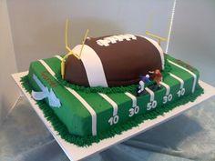 Broccoli and coconut cake - Clean Eating Snacks Football Field Cake, Football Birthday Cake, 13 Birthday Cake, Birthday Ideas, Thomas Birthday, 13th Birthday, Birthday Parties, Fondant Cakes, Cupcake Cakes