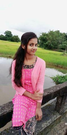 Beautiful Hijab Girl, Beautiful Girl In India, Beautiful Dresses For Women, Beautiful Blonde Girl, Beautiful Women Pictures, Beautiful Girl Photo, Beautiful Babies, Teen Girl Poses, Cute Girl Poses
