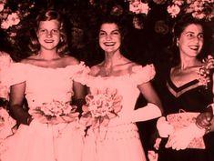 Jacqueline as a debutante, 1945 Los Kennedy, Jacqueline Kennedy Onassis, John F Kennedy, Lee Radziwill, John Junior, John Fitzgerald, Famous Women, Famous People, Jfk