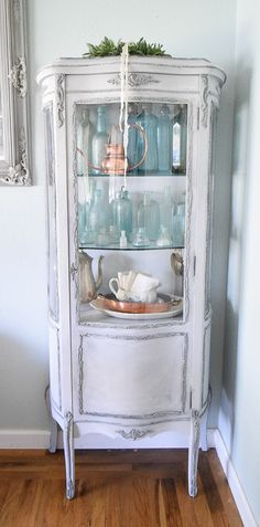French Style Curio Painted in Annie Sloan Chalk Paint by Momtique Painted Curio Cabinets, Antique Curio Cabinet, Furniture Styles, Furniture Projects, Furniture Makeover, Shabby Chic Furniture, Painted Furniture, Victorian Furniture, Distressed Furniture