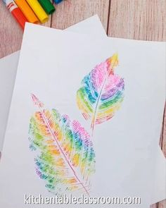 These rainbow leaf prints just require washable markers, leaves, and paper. These rainbow leaf prints just require washable markers, leaves, and paper. Toddler Crafts, Preschool Crafts, Preschool Art Projects, Teen Girl Crafts, Toddler Art, Preschool Science, Science Art, Craft Projects, Fall Art Projects