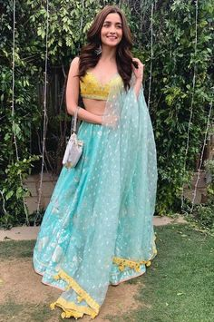 52 Indian Outfits Ideas That Trend in 2019 Indian Fashion Dresses, Indian Bridal Outfits, Indian Gowns Dresses, Dress Indian Style, Indian Designer Outfits, Fashion Outfits, Lehenga Choli Designs, Ghagra Choli, Sharara