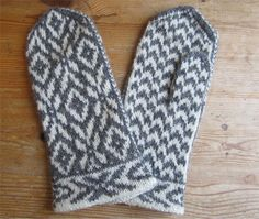 Denver Mittens Pattern : Free pattern – Denver Mittens pattern by Natalia Mor. , hat free fair isles Denver Mittens Pattern : Free pattern – Denver Mittens pattern by Natalia Mor. Knitted Mittens Pattern, Crochet Shoes Pattern, Crochet Headband Pattern, Crochet Mittens, Knitted Gloves, Free Crochet, Knitting Charts, Knitting Patterns Free, Free Pattern