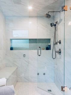 Shower Base with Bench for Modern Bathroom Ideas - Has Astita Master Bathroom Shower, Bathroom Renos, Bathroom Renovations, Bathroom Showers, Basement Bathroom Ideas, Shower Ideas Bathroom, Bathroom Shower Remodel, Bathroom Seat, Condo Bathroom