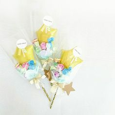 Small Flower Bouquet, Flower Boxes, Small Flowers, Balloon Gift, Hand Bouquet, Chocolate Bouquet, Flower Aesthetic, Helium Balloons, Balloon Bouquet