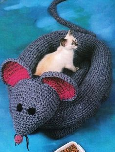 mouse cat bed crochet pattern :) Dominic would *kill* me.