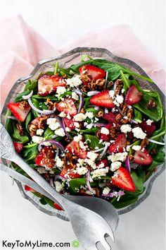 Vegan Recipes Beginner, Healthy Recipes On A Budget, Vegetarian Recipes Dinner, Dinner Recipes, Delicious Salad Recipes, Spinach Strawberry Salad, Recipe For Spinach Salad, Salad With Feta Cheese, Spinach Apple Salad