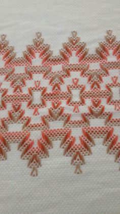 Miriam Perez's media content and analytics Embroidery Needles, Embroidery Patterns, Free Swedish Weaving Patterns, Huck Towels, Swedish Embroidery, Chicken Scratch Embroidery, Monks Cloth, Cat Cross Stitches, Bargello