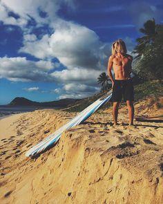 "9,534 curtidas, 172 comentários - ALEX HAYES (@alexhayess) no Instagram: ""Good to be back on the island with the crew "" Hot Beach, Beach Day, Pretty Boys, Cute Boys, Jay Alvarrez, Surfer Boys, Surfer Style, Hang Ten, Beach Shoot"